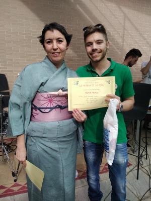 Entrega del primer premio por la presidenta del Jurado