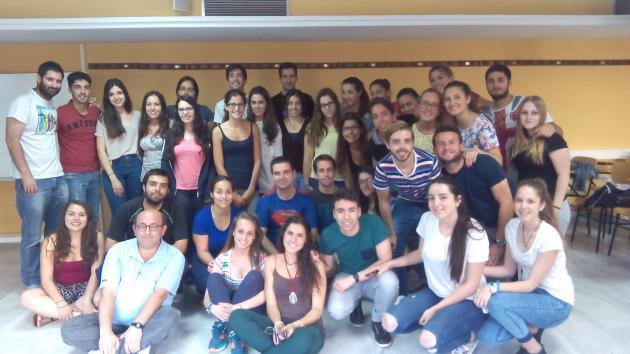 Grupo de alumnos y algunos docentes colaboradores en el curso